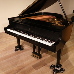 on Steinway & Sons S-155 (ニューヨーク製)